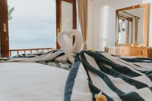 A bed or beds in a room at Prasi Sunset Bungalows