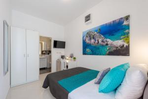 A bed or beds in a room at Studio Apartment & Room Ten