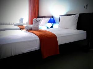 A bed or beds in a room at Hotel Casimena