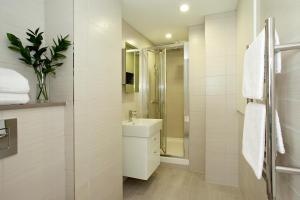 A bathroom at SACO Fleet Street, Crane Court