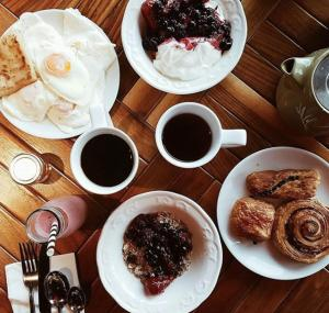 Breakfast options available to guests at DoubleTree by Hilton Edinburgh - Queensferry Crossing