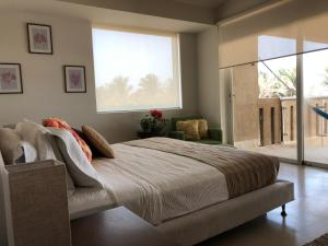 Cama o camas de una habitación en Tannah Luxury Beachfront Apartment