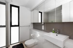 A bathroom at CHIC South Yarra Apartments close to Chapel St