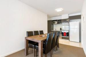 A kitchen or kitchenette at Melbourne City Views