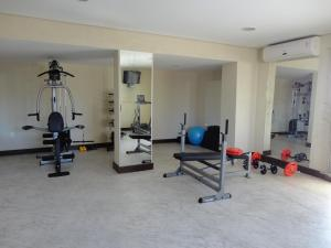 The fitness centre and/or fitness facilities at Master Royal - Aeroporto