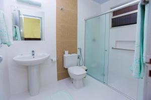 A bathroom at Dom Pedro I Palace Hotel