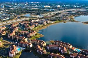 Uma vista aérea de Westgate Lakes Resort and Spa