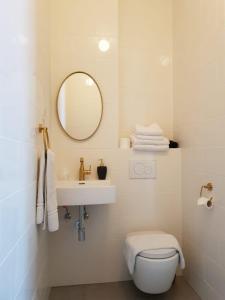 A bathroom at Hotel Janssen