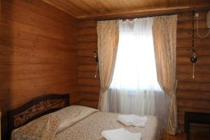 A bed or beds in a room at Leis