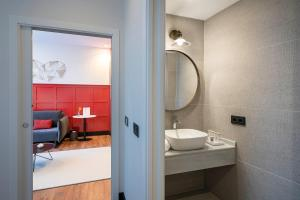 A bathroom at Vincci Consulado de Bilbao