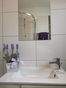 A bathroom at Apartments Peloža