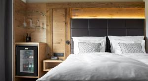 A bed or beds in a room at Hotel Bütgenbacher Hof