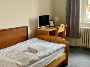 A bed or beds in a room at Hotel Bayer