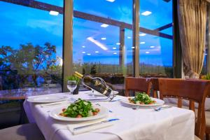 A restaurant or other place to eat at Athens Golden City Hotel