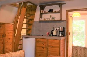 A kitchen or kitchenette at Waldoase Zimmersacher