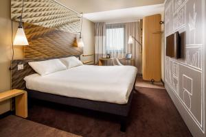 A bed or beds in a room at ibis London East Barking