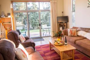 A seating area at Ulverstone River Retreat