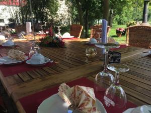 Ein Restaurant oder anderes Speiselokal in der Unterkunft Lindenhof Peritz