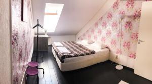Кровать или кровати в номере Руф Хостел (Хостел Крыша)
