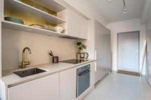 A kitchen or kitchenette at Newly renovated apartment in great location
