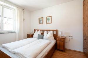 A bed or beds in a room at Appartements Kaserbacher