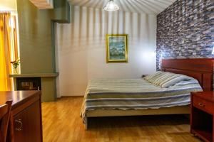 A bed or beds in a room at To Hani Tou Kokkini, Pelion