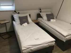 Łóżko lub łóżka w pokoju w obiekcie Kimanoclegi