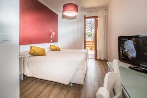 Postel nebo postele na pokoji v ubytování Albergo Capanna d'Oro