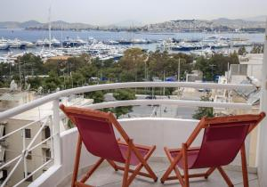 A balcony or terrace at Nice Sea View Elegant Apartment