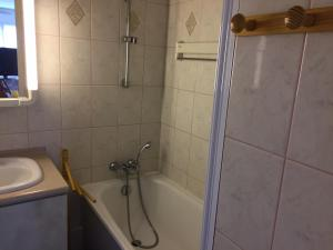 A bathroom at Résidence Brise de Mer
