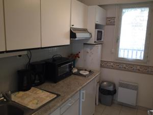 A kitchen or kitchenette at Résidence Brise de Mer