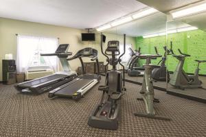 Fitness centrum a/nebo fitness zařízení v ubytování La Quinta by Wyndham St. Louis Westport