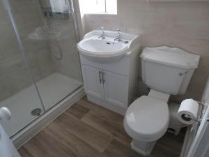 A bathroom at London Road Garden Annex