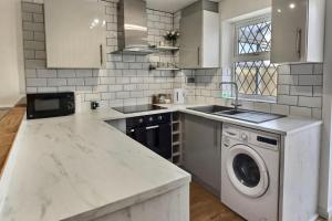 A kitchen or kitchenette at 52 Minster