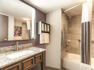 A bathroom at La Quinta by Wyndham Glenwood Springs