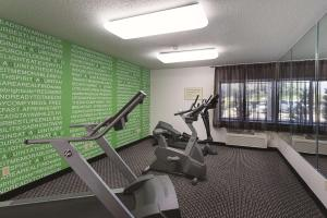 The fitness center and/or fitness facilities at La Quinta by Wyndham Baton Rouge Siegen Lane