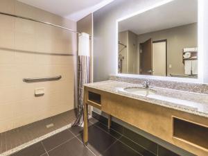 A bathroom at La Quinta by Wyndham Tulsa - Catoosa