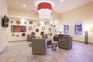 The lobby or reception area at La Quinta by Wyndham at Zion Park/Springdale