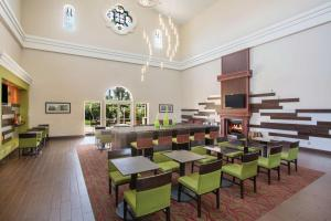 A restaurant or other place to eat at La Quinta by Wyndham Conference Center Prescott