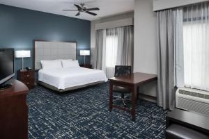 A bed or beds in a room at Homewood Suites by Hilton Fresno Airport/Clovis