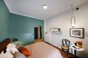 Postel nebo postele na pokoji v ubytování Couple's Getaway by GHH