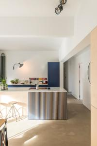 A kitchen or kitchenette at Wolken en Zout