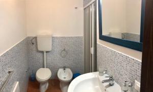 A bathroom at La Terrazza Di San Vito