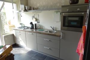 A kitchen or kitchenette at Pluijm