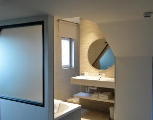 Een badkamer bij Hotel Gravensteen