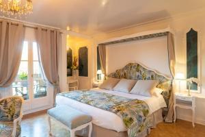 Un ou plusieurs lits dans un hébergement de l'établissement Chateau de Montvillargenne