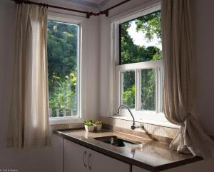 A kitchen or kitchenette at Suíte privada no meio da natureza serrana.