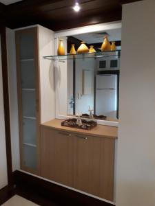 A kitchen or kitchenette at Luxo em apartamento no Mountain Village Canela