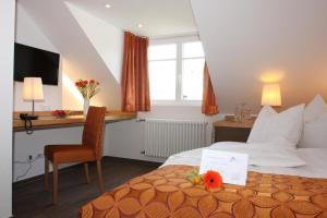 A bed or beds in a room at Altstadt-Hotel Passau