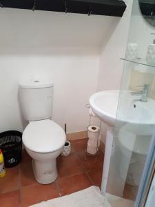 A bathroom at James John Hamilton House and hostel